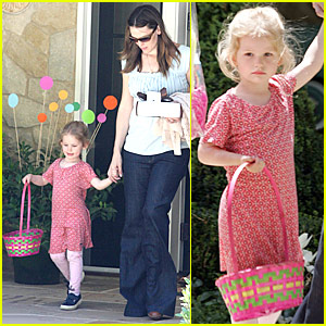 Violet Affleck: Easter Egg Hunt!