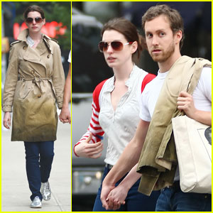 Anne Hathaway &#038; Adam Shulman: PDA Pair