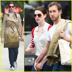Anne Hathaway & Adam Shulman: PDA Pair