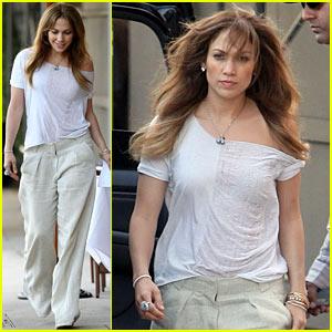 Jennifer Lopez Gets Back-Up Support