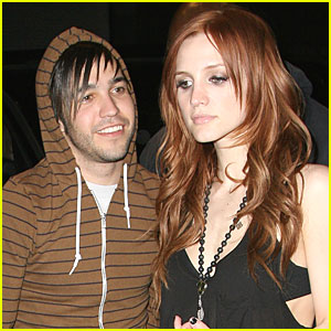 Pete Wentz is Happy, Ashlee Simpson is Not