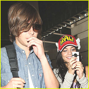 Vanessa Hudgens &#038; Zac Efron Have Wacky Wings