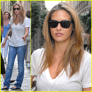 Bar Refaeli Is A Savvy Shopper