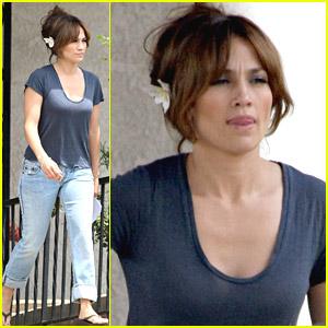 Jennifer Lopez Receives Back-Up