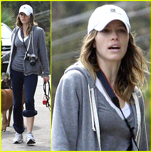 Jessica Biel Is A Deft Dog Walker