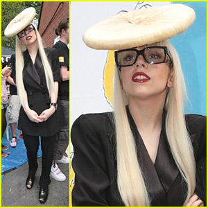Lady Gaga is a Big Buttonhead
