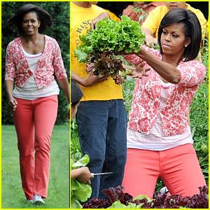 Michelle Obama Harvests The White House Kitchen Garden