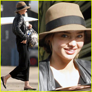 Miranda Kerr Flies Private Jet