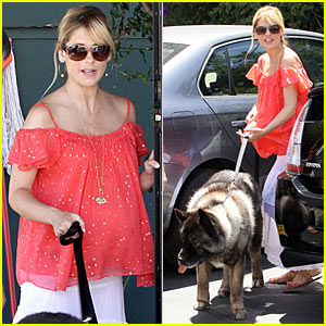Sarah Michelle Gellar's Dog Visits The Vet