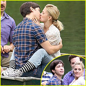 Drew Barrymore & Justin Long: Rowboat Kissing!