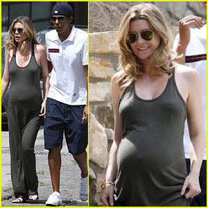Pregnant Ellen Pompeo: House Inspection!