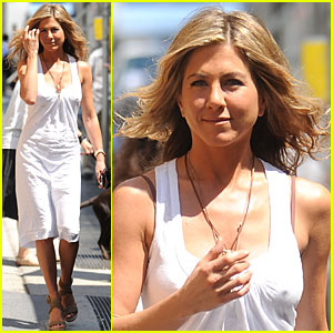 Jennifer Aniston: White-out Woman!