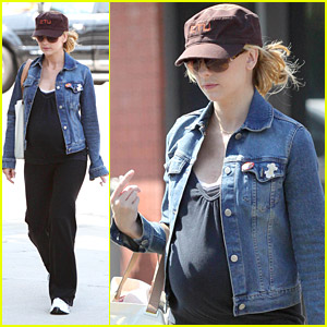 Sarah Michelle Gellar Does Pregnant Pilates