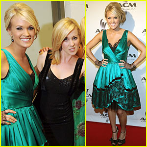 Carrie Underwood Gives ACM Honors To Randy Travis