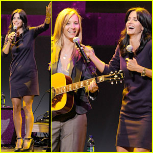 Courteney Cox &#038; Lisa Kudrow: Smelly Cat Revival