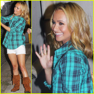 Hayden Panettiere is Autograph Signing Sweet