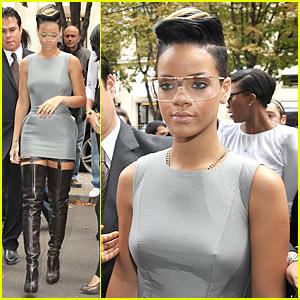 Rihanna: Hussein Chalayan Hottie