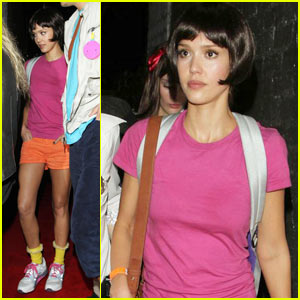Jessica Alba's Halloween Costume: Dora the Explorer!
