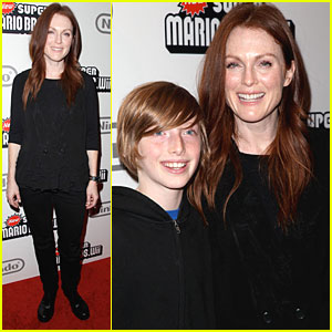 Julianne Moore is a Mario Mom
