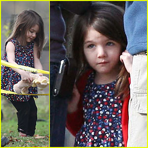 Suri Cruise: Fun with Caution Tape!