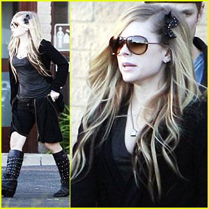 Avril Lavigne: Zip It, Zip It Good!