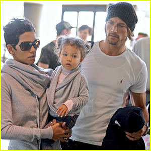 Halle Berry & Gabriel Aubry: Flight of the Holidays