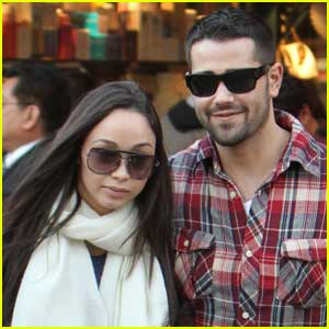 Jesse Metcalfe Shops With A Grove Girlfriend
