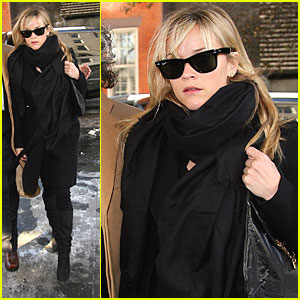 Reese Witherspoon: Scarf and Shades in the City
