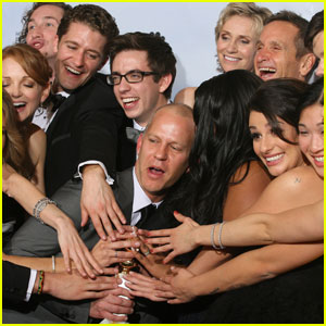 Glee Wins Golden Globe -- Best Comedy!