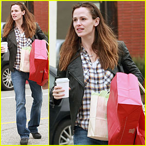 Jennifer Garner Books It to Brentwood