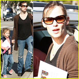 Jennifer Garner & Violet Affleck Hold Hands