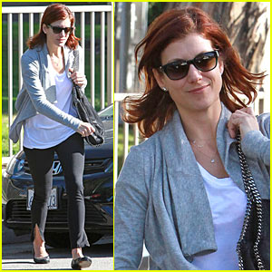 Kate Walsh Zips Up and Down