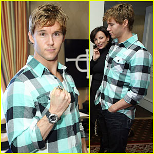 Ryan Kwanten Hits HBO Luxury Lounge