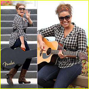 Jordin Sparks Plays Concert For Paparazzi