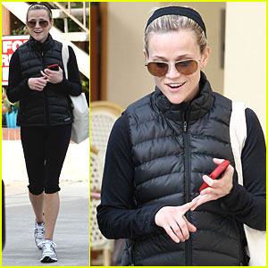 Reese Witherspoon is Spin Class Cute