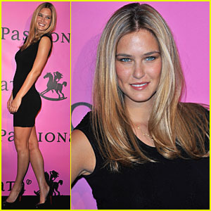 Bar Refaeli: Passionata in Paris!