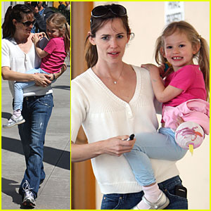 Jennifer Garner & Violet Affleck: Smiley in Santa Monica