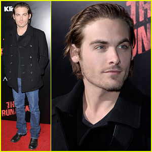 Kevin Zegers Checks Out The Runaways