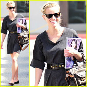 Reese Witherspoon Looks for Decoration Inspiration