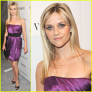 Reese Witherspoon Views Vera Wang