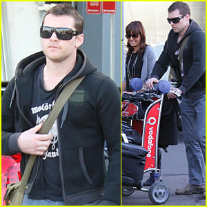 Sam Worthington Heads to Sydney with His Sweetheart