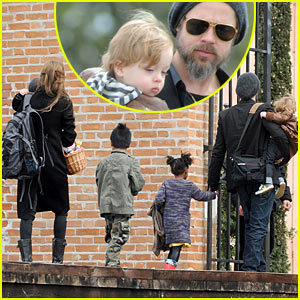 Brad Pitt & Angelina Jolie: Easter Egg Hunt!