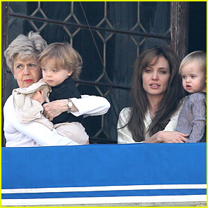 Angelina Jolie & Jane Pitt: Twins Time!