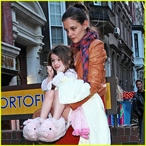 Suri Cruise Dons Piggy Slippers