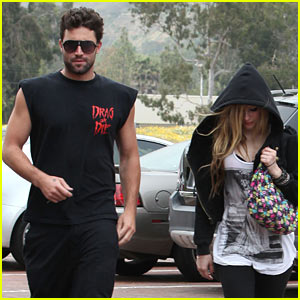 Avril Lavigne & Brody Jenner: Taverna Tony Couple