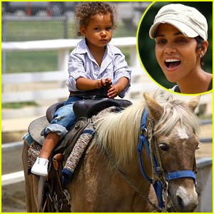 Halle Berry: Pony Park with Nahla Aubry!