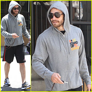 Jake Gyllenhaal Stands Up to Cancer