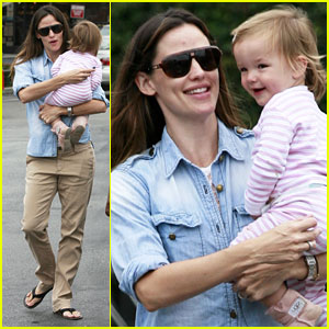 Jennifer Garner: Smiley with Seraphina!
