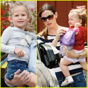 Violet & Seraphina Affleck: Sister Time!