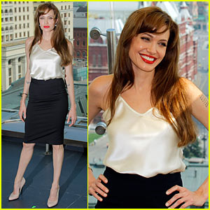 Angelina Jolie: Russia 'Salt' Photo Call!